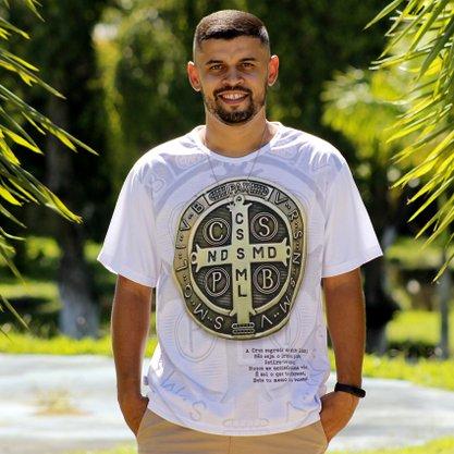 Camiseta Medalha de São Bento Com Oração