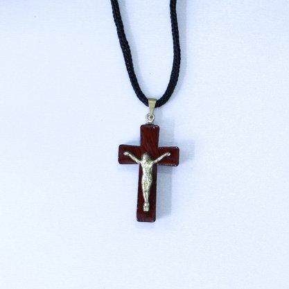 Cordão Cruz Madeira com Cristo