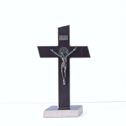 Cruz São Bento Com Pedestal 26CM